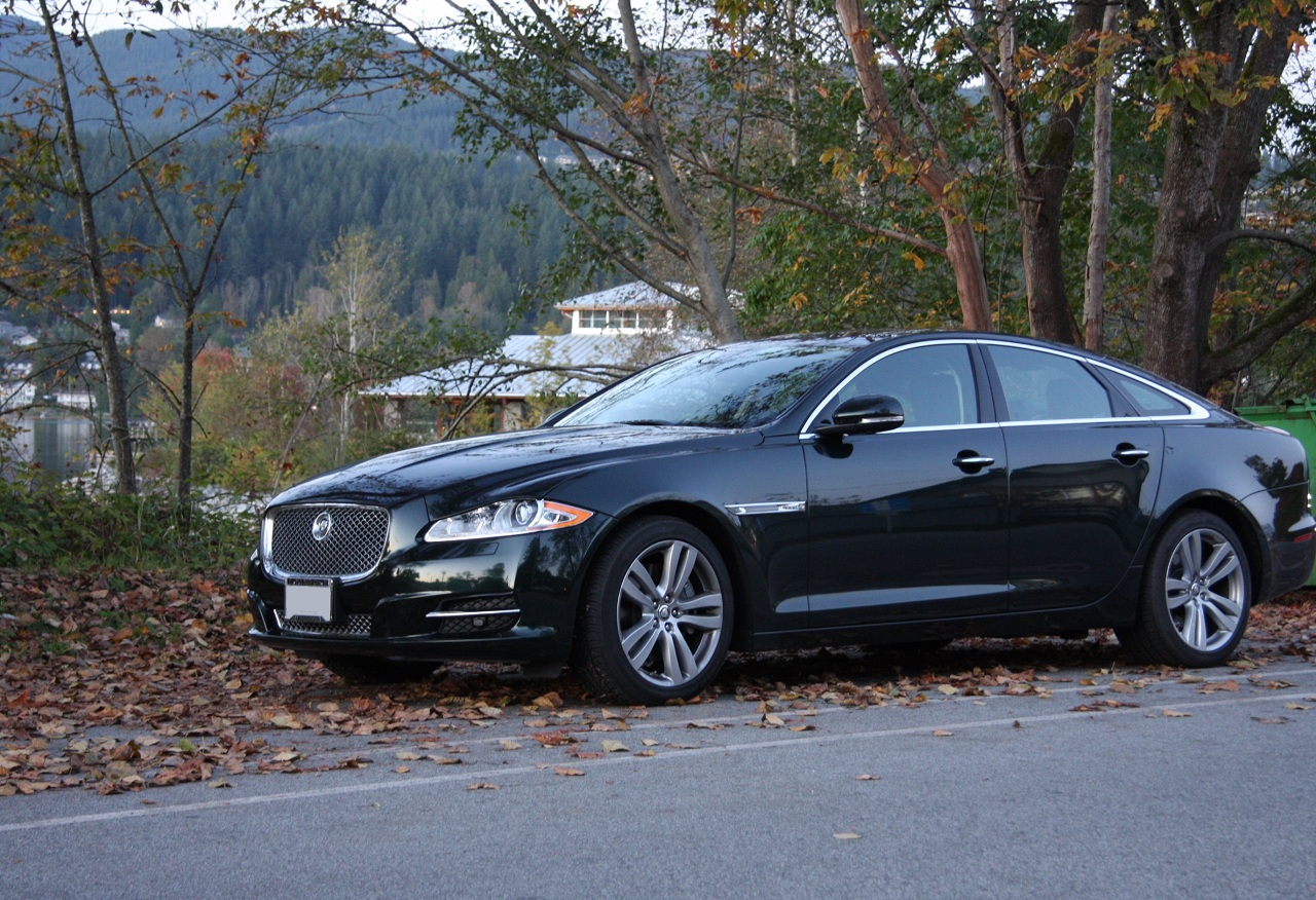 first super cars test drives the 2011 jaguar xj. Black Bedroom Furniture Sets. Home Design Ideas