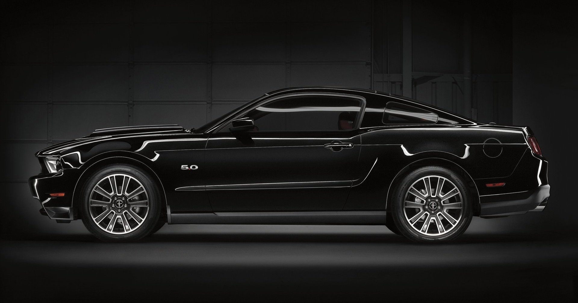 2011 ford mustang the original american sports car. Black Bedroom Furniture Sets. Home Design Ideas