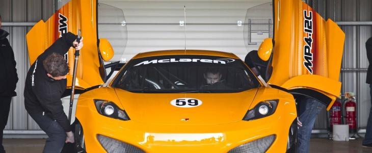 McLaren-MP4-12C-GT3-Garage-Front