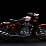 Royal-Enfield-Classic-500-Motorcycle-Red-Side