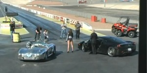 Video: Ferrari 458 Italia vs Shelby Cobra 427 – Drag Race