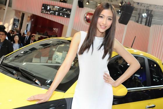 2011-Shanghai-Auto-Show-Booth-Babes