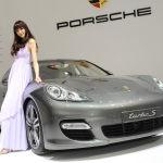Shanghai-Auto-Show-Hot-Girl-Porsche-Panamera