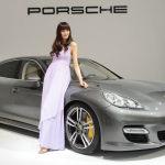 Shanghai-Auto-Show-Hot-Babe-Panamera-Porsche