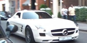 Video: Arabs & Their Exotic Cars In London